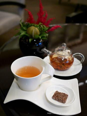 ドリンクは、22種類から選べるそうですよ♪紅茶、コーヒーのほか、ハーブティー、フレーバーティーも。ガラスのポットに踊る茶葉を眺めるのも、また心華やぐ時間♪