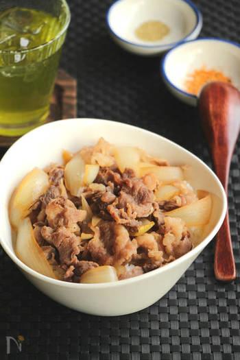 お店へ行かなくても、おうちでだって美味しい牛丼が。火加減に注意してあげれば、牛肉も柔らかく仕上げることができますよ♪