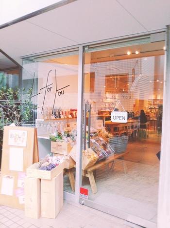 表参道駅から徒歩5分の「エル・フォー・ユー」は、美腸、腸活をテーマとしたグロッサリー&カフェ。販売とイートインの複合ショップとなっています。