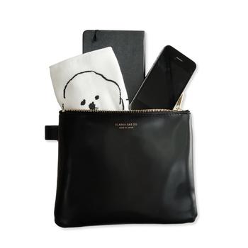 バッグの中の荷物を小分けして整理するには、ポーチを活用するのがおすすめです。バッグ整理用のポーチを選ぶ際は、中に何を入れるのかを考えてから、サイズや容量の合ったものをそれぞれ選ぶようにしましょう。