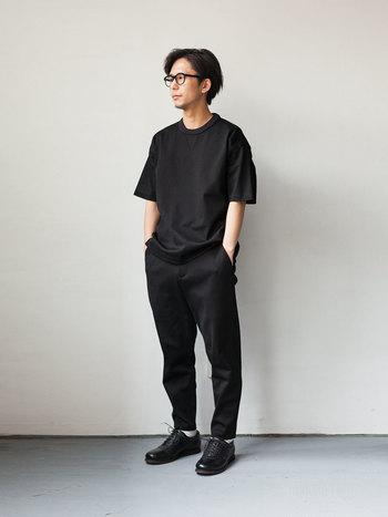 コットン100%の着心地の良い、柔らかなカットソー。半袖のものは、これからの季節に大活躍するアイテム。程良い光沢感は、大人の着こなしに品の良さを与えてくれます。