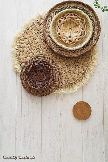 日用雑貨もラタンやアバカのような自然素材にチェンジ。見た目も爽やかですが、中に入れる物の通気性を妨げず快適です。
