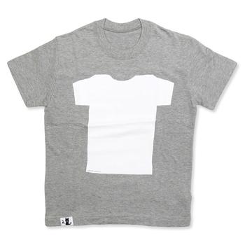 文字だけだなく、シンプルなカタチを切り抜いて型紙を作り、アクリル絵の具を塗ればシンプルなデザインTシャツに。