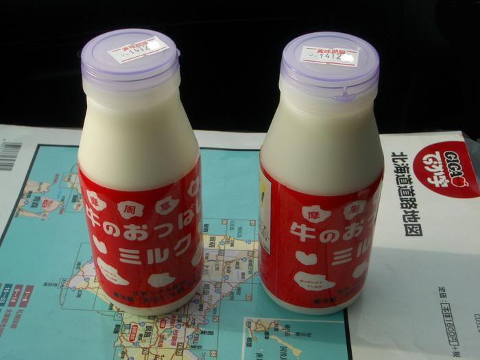 ■牛のおっぱいミルク   渡辺体験牧場の「牛のおっぱい」シリーズには、ミルクのほかにヨーグルトやドーナツ、チーズタルトなどが人気ですが、摩周メロン味の「牛のおっぱいジャム」もオススメです。