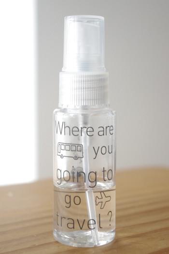 手のひらに収まるサイズ感が使い勝手の良いスプレーボトル。虫除けスプレーやファブリックスプレーなど、好みの香りを携帯できるように。