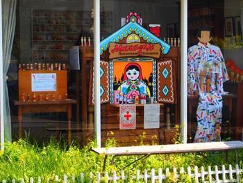 鎌倉駅より長谷寺方面に向かう由比ヶ浜通りの裏道に位置する「コケーシカ」。