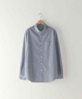 ロンドンストライプ柄の長袖のシャツは、トラッドスタイルの基本ともいうべきアイテム。オフ、オン問わず活躍してくれそう!