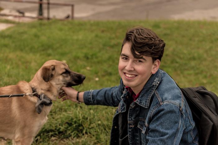 犬との散歩は、新しい出会いのきっかけを作ってくれます。飼い主同士が犬友になったり、出会いがきっかけで新たな恋が芽生えるなんていうことも。