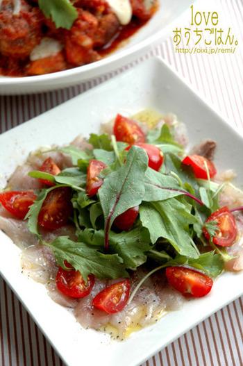 旬のアジを使って作るカルパッチョ。ベビーリーフに旬のルッコラを乗せてもGOOD。シンプルな味付けで簡単にできる華やかレシピです。