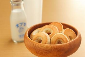 水を一滴も使わず、オブセ牛乳を使用した生地で作られた焼きドーナツ。ほんのり甘くミルクの風味も◎。おやつにもちろんのこと、オブセ牛乳と一緒に朝食にもおすすめです。