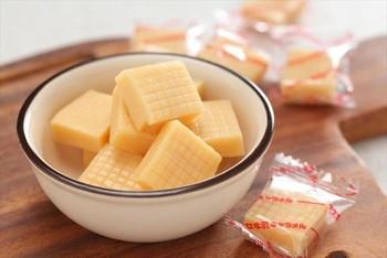 原材料にオブセ牛乳を使用し、焦がさずにじっくりと炊き上げたやさしく懐かしい味わいのキャラメル。ちょっと温めてソースとして使うのも◎。