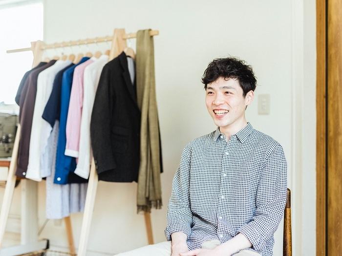 オーダー専門のシャツ屋「holo shirts.」を営む窪田さん。話していると自然とこちらまで楽しくなってしまう笑顔