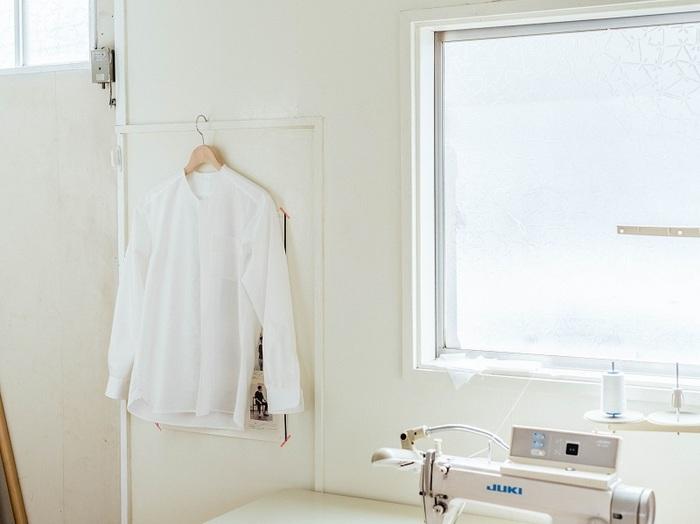 vol.82 holo shirts. 窪田健吾さん - また袖をとおしたくなる、日常になじむシャツ