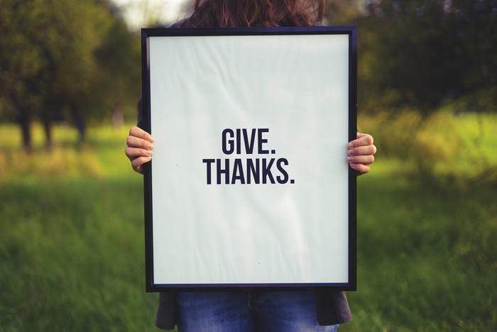 メッセージの冒頭には、必ず感謝を伝える「ありがとう」を。「ありがとう」は、しつこく言われても嫌な気がしない言葉。文章中に何度か書いてしまっても、それは気持ちの現れだと取ってもらえます。