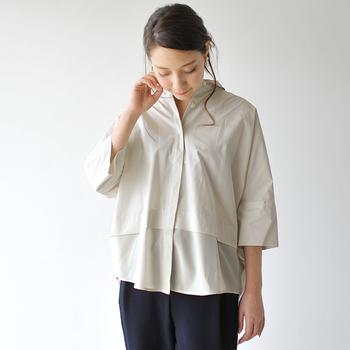 ベースは少しシワ感のある素材で、裾はテロンとしたシフォン生地。