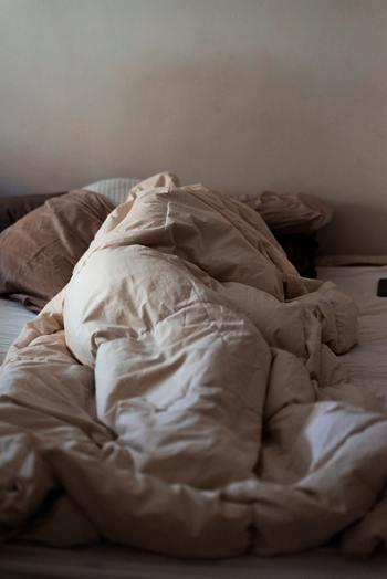 ゆっくりと眠ることは、体の抵抗力を取り戻し、心の疲れを癒してくれます。  嫌な思いは一度断ち切って、または考えても仕方ないと割り切って眠ることで、リセットしましょう。