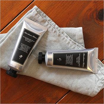 お気に入りの香り、例えば天然アロマのハンドクリームを塗ってみましょう。ふんわり優しい香りを感じながら、手をマッサージするだけでリラックス気分に♪こちらは、シドニー生まれの「マーチソン・ヒューム」のハンドクリームです。