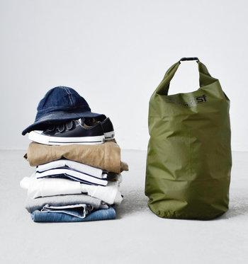 2日分くらいの着替えが入る40Lの大容量タイプです。折り畳んでコンパクトに持ち運べるので、旅行バッグに忍ばせて荷物が増えた時ようのサブバッグとして使うのもおすすめ。