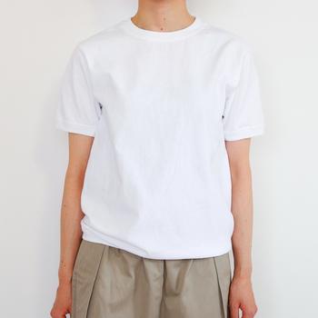 まるでキャンバスのようなシンプルな「無地Tシャツ」。ひと手間加えて、自分だけのオリジナルアイテムに素敵にリメイクして見ませんか?可能性は無限大です。