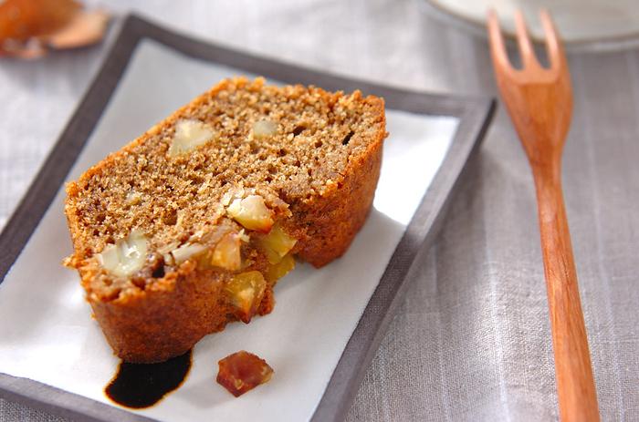 栗の季節になったらパウンドケーキにも栗を入れてみませんか? 甘さ控えめで、とっても立地な雰囲気に。 定番のバター風味に飽きたらぜひトライしてみて♪