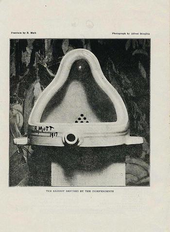 ダダイズムにおいて有名なのが、このマルセル・デュシャンの「泉」という作品。便器を横にしただけの簡素な作品ですが、この形に美しさを見出したデュシャンは無作為の美として作品にしてしまいました。