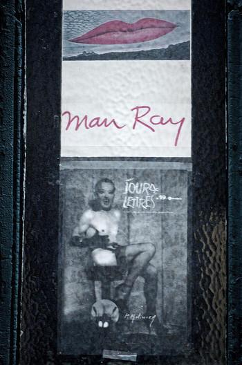 彼はアナログ写真の魔術師と呼ばれ、デジタル技術がなかった時代に斬新な表現の写真作品を多数発表しました。その表現とテクニックは、現代のデジタル写真にひけをとらないものばかりです。