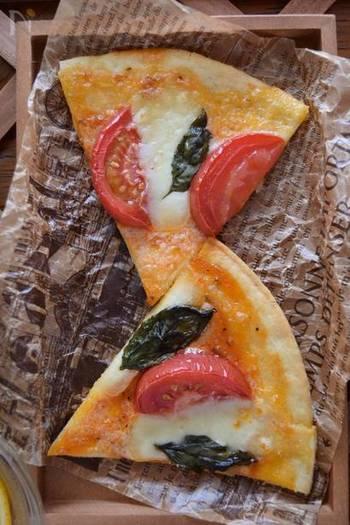 ピザといえば、やっぱりマルゲリータ。隠し味のオレガノ&パルメザンが美味しさの秘訣。即席で作るピザソースは、塩を控えめにするのがポイント!生地も具材も、素材の味が楽しめる、ちょっと大人な一枚です。