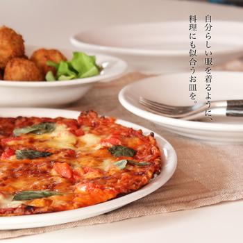特にこちらの28㎝のプレートはピザを盛り付けにぴったり。美味しく作ったピザも、真っ白なプレートで引き立ちます。