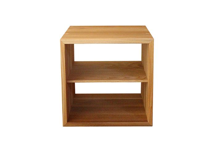 真ん中を仕切る板は、横置き時には棚板、縦置き時には仕切りとして使うことが出来ます。
