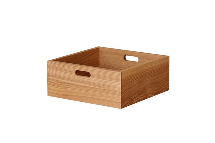 上記でご紹介した、「たなKOBAKO」にぴったり納まる専用の収納箱。Lサイズも展開しています。MサイズにはCDケースが約60枚、DVDケースが約20枚を収納することができ、Lサイズは、「KOBAKO」にぴったりおさまる収納箱で、単体でお片づけボックスとして使うことも出来る優れもの。
