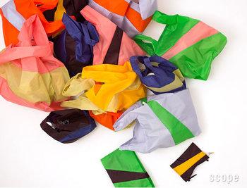 配色はあまりに多いので、決めるのに時間がかかるかもしれません。大きく分けるとブルー、ブラック、キャメルといったベーシックな配色が並ぶ「Forever!」とピンクや蛍光オレンジなどの派手な配色の「minerals」の2系統。迷ったら、定番色とビビッドカラーの2つをプレゼントしてみては?
