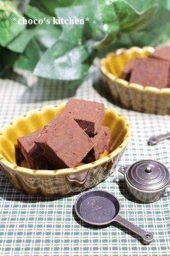 ほろ苦いコーヒーの味と甘いチョコレートが調和した、上品なおいしさの生チョコ。作り方はとても簡単。お口の中でゆっくりと溶かして楽しみたい大人チョコです。