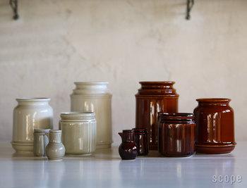 SCOPE(スコープ)×プルーフオブギルドのコラボレーションで生まれたキッチンツールキャニスター。様々な大きさ(長さ)のキッチンツールをきれいに収納できるよう、サイズ展開を豊富にそろえています。実用性だけでなく、キッチンにあって馴染みやすい見た目の雰囲気がなんとも素敵。釉薬の色や質感、含みのある表情が毎日見ていて見飽きません。キッチンツール入れの次は、カトラリー入れ...と少しずつ買い足すのも楽しそうです。