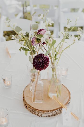 花を生けると聞くと、一見、難しいように思われがちですが、「一輪挿し」なら、ただお花を生けるだけ。何故かとっても素敵でサマになるんです! 今日からは、センスなども気にすることなく、「一輪挿し」と一緒に植物を楽しんでみましょう。