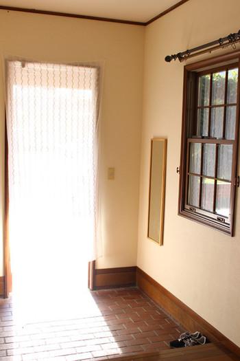 丁寧に掃除が行き届いた玄関はとても気持ちがよいものですよね。玄関が整えられていると、良い運気が流れこんでくるような気がします。人の目に触れることも多い玄関はとくに気を付けてキレイにしておきたいですね。