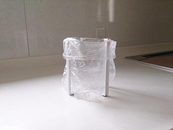 生ゴミを捨てたいときには、こんな便利グッズもあります。使い終わったらビニールの口を結んで捨てることができるので、とって便利!衛生面でも安心ですね。