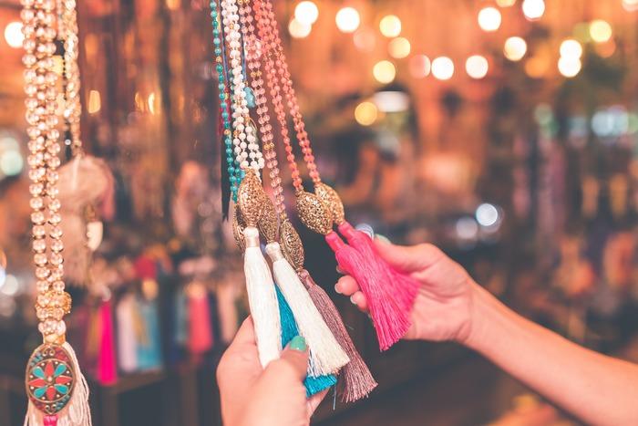 いつか使うかも…と、無駄買いする習慣を止めましょう。本当に必要なものを、本当に必要なときに買うことで、生活がすっきりとシンプルに。お金も貯まりやすくなりますよ。