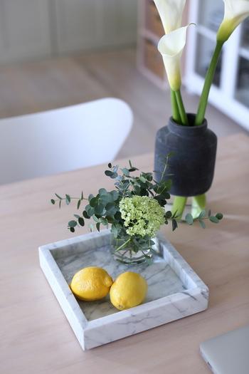 ぱっと華やかな色のレモンは飾っておくだけでもおうちの中を明るく彩ってくれる存在です。