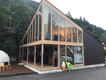 前出の「おんせんキャンプShimaBlue 」に併設されたカフェです。