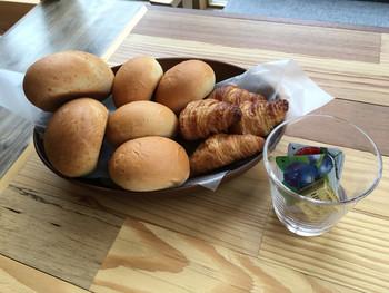 こちらはモーニングのパン。化学調味料未使用のタコライスやパンケーキ、スムージーなどのカフェメニューも充実していますし、上州牛のステーキで豪華なお食事というのも◎