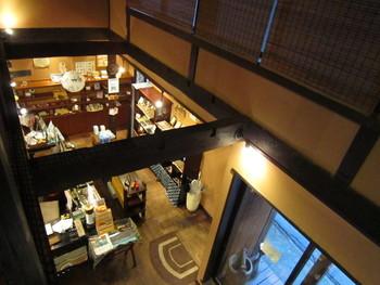 1階には手ぬぐいやTシャツなどの雑貨が並び、センスのいいお土産を選ぶならココです。