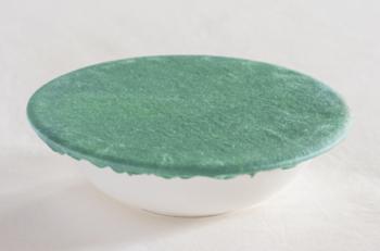 深緑色の宝石「翡翠」を再現した美しい色。吸い込まれるような魅力があります。