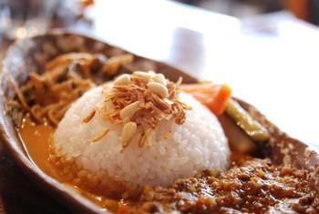 こちら「柏谷カレー」は、キーマカレーとタイカレーの合いがけです。他にも「イタリアンラーメン」という個性的な麺も存在します。