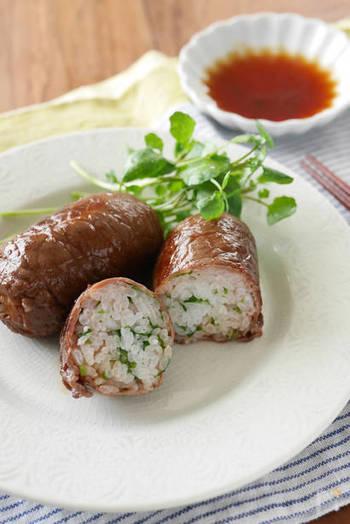 クレソンの葉を細かく刻み、ご飯に混ぜ込みます。さらに牛肉の薄切りを巻いて、ごま油で炒めれば完成!ジューシーでボリューム満点!