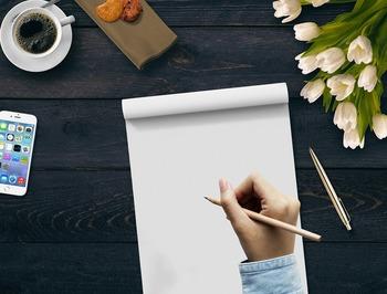"""みなさんは「書く」こと、楽しんでいますか? ちょっとメモするときやサインなど、「書く」ことは日常でよくあること。しかし""""「書く」ことの魅力""""には、やや無頓着になりがちです。  今回は、デジタル社会の今だからこそ、あえて書く楽しさを体感できるような筆記用具――「ボールペン」や「シャープペン」、「万年筆」などをご紹介します。"""