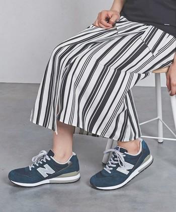80年代後に登場した「new balance(ニューバランス)」の人気モデル。ちょっと渋めの配色とレトロな雰囲気に惹かれます。タウンユースもアウトドアもOKな抜群の履き心地◎。長時間履いていてもストレスが少なく過ごせます。