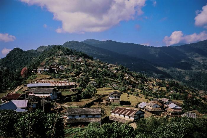 標高約1800メートルの高原に位置するダンプスは、いかにも山間部の農村といった雰囲気を醸し出しており、どこか懐かしい佇まいをしています。