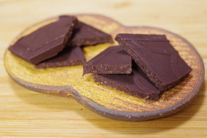チョコレート好きな方へのお土産はUSHIO CHOCOLATLのチョコレートがおすすめ!話題のBean to Barのお店で、カカオ豆と砂糖だけで作られたチョコレートが人気です。産地ごとに違うカカオ豆の個性を活かしたチョコレートは、カカオ豆と砂糖だけなのにそれぞれの味わいに違いがあるから面白い!