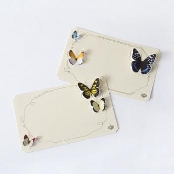 ✦封筒を開けると蝶が舞う一筆箋 手紙にするほどじゃないけれど「ちょっとしたメッセージを送りたい」というときにおすすめです。一筆箋ですが、封筒に入れて送るカードのような使い方をしてみて。