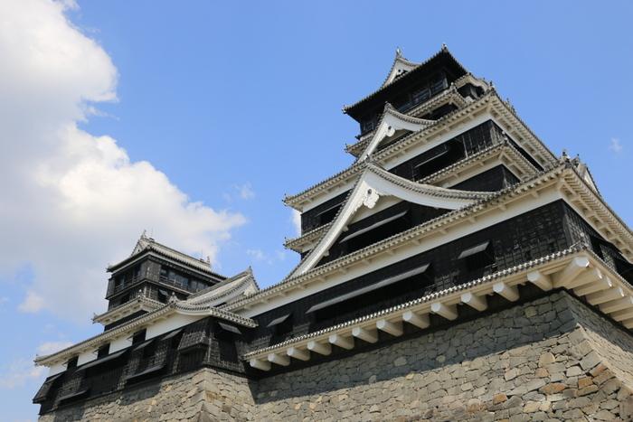 いかがでしたでしょうか?日本には強く、美しいお城がたくさんあることがお分かりいただけたのではないでしょうか。戦国の世から幾度となく危機を乗り越えて尚、現存するお城。今はなき天守が復元されようとしているお城。シンボル的な存在として、その土地に住む人や訪れる人の心の支えとなっているお城。歴史を知れば知るほど、興味が引かれます。気になったお城が見つかったら、お城巡りを楽しんでみてはいかがでしょう。